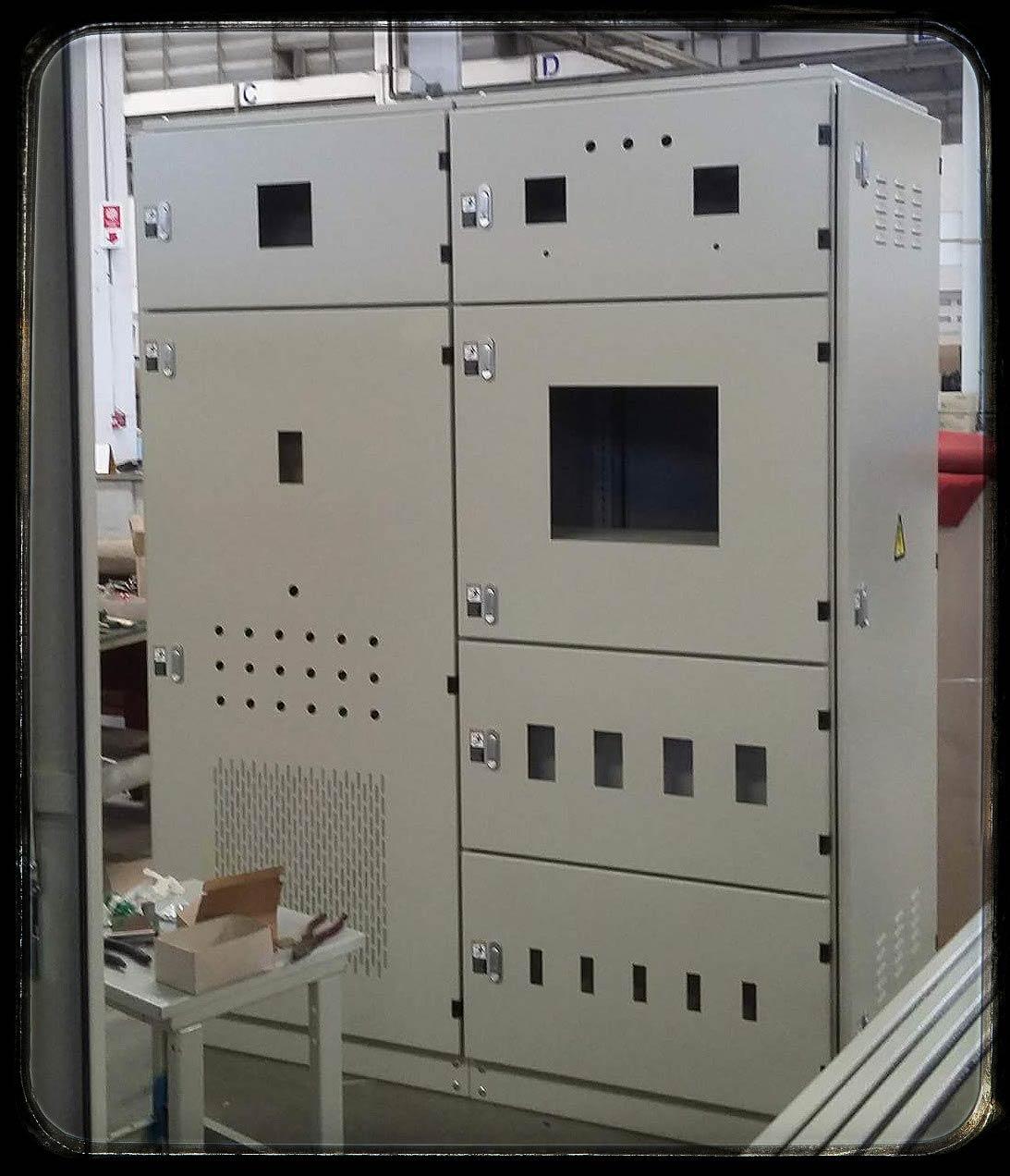 ตู้เหล็กชนิดตั้งพื้น MDB (New Confra) 160x210x60