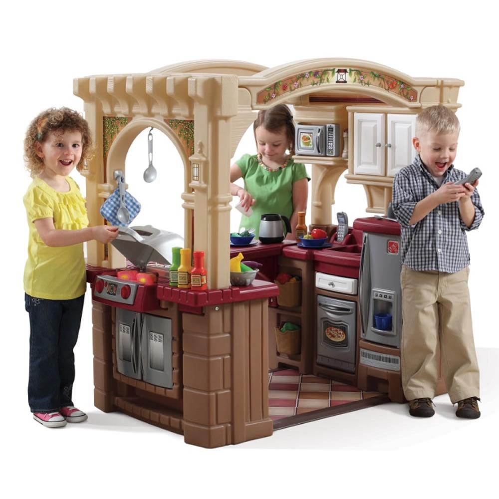 ชุดครัว Step2 Grand Walk-in Kitchen and Grill ครัวระดับ hi-end พร้อมของเล่นสุดอลังการ มากกว่า 100 ชิ้น