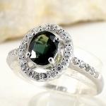 แหวนพลอยผู้หญิงเงินแท้ 92.5 เปอร์เซ็น ฝังด้วยพลอยเขียวสองแท้