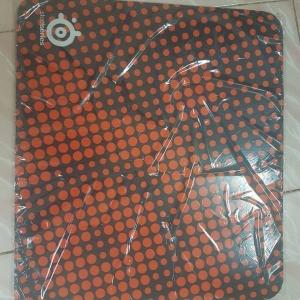 แผ่นรองเมาส์ SteelSeries สีส้ม 45x40 4mm.