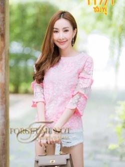 เสื้อลูกไม้แขนระบายสีชมพู